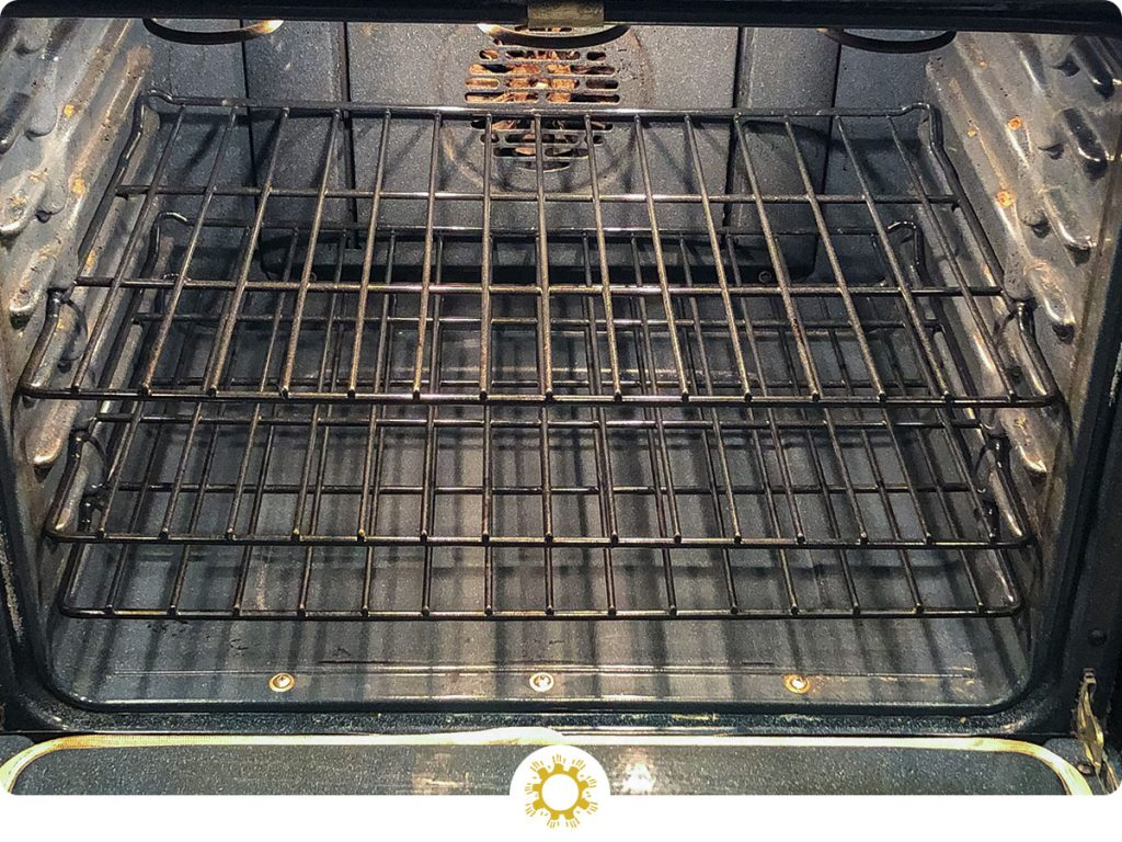 How to clean the oven naturally with minimal effort: close up of a clean oven (with logo overlay)
